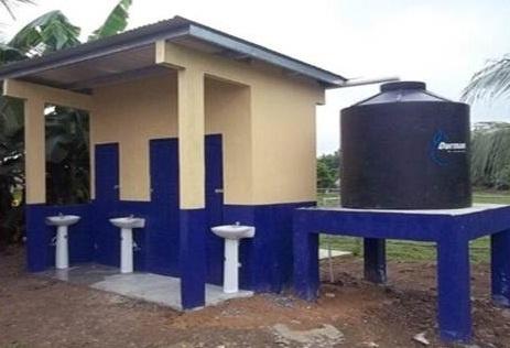 Construcción de sanitarios y Salón de Clases