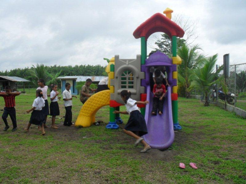 Empresas FEDURO - Apoya a la escuela de Vista Alegre del Tirado (17 de mayo 2011)