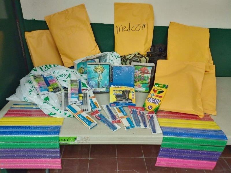 MEDCOM participa en la colecta de útiles escolares.
